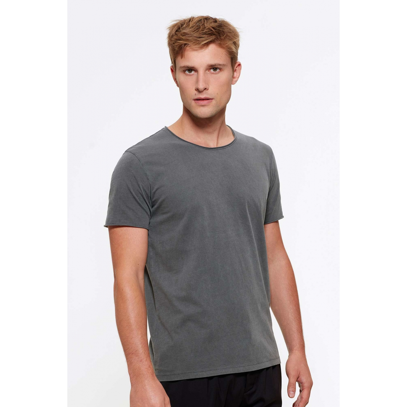 https://tee-shirt-bio.com/4802-thickbox_default/tee-shirt-coton-bio-homme-couleur-anthracite-col-et-bords-francs-col-vintage.jpg